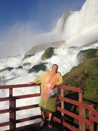 у подножья водопада Ниагары